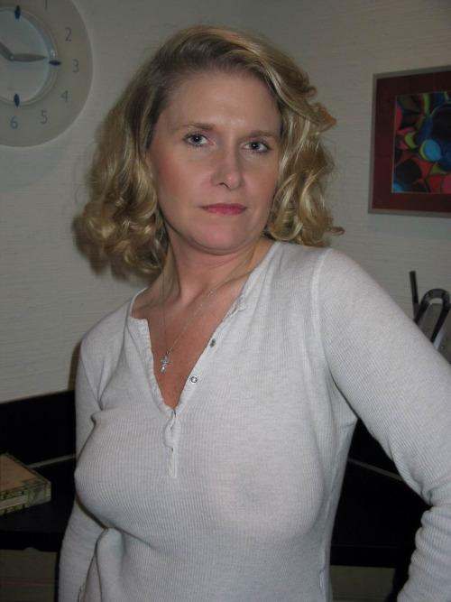 Femme mariée cherche un plan cul à trois avec deux inconnus sur le 54