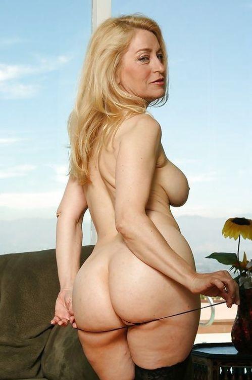 Femme mariée veut découvrir le sexe anal dans le 23