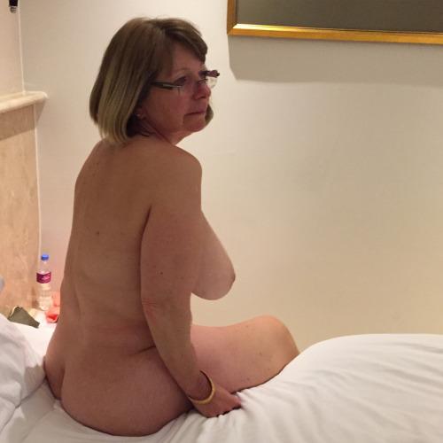 Femme mariée veut découvrir le sexe anal dans le 72